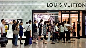Sell bags in China: Photo portraying huge demand for luxury bags in China