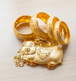 Popular Chinese style gold ornaments